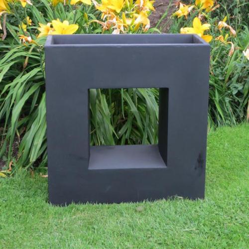 Belton Planter in Black